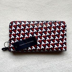 Tomy Hilfiger multicolor wallet